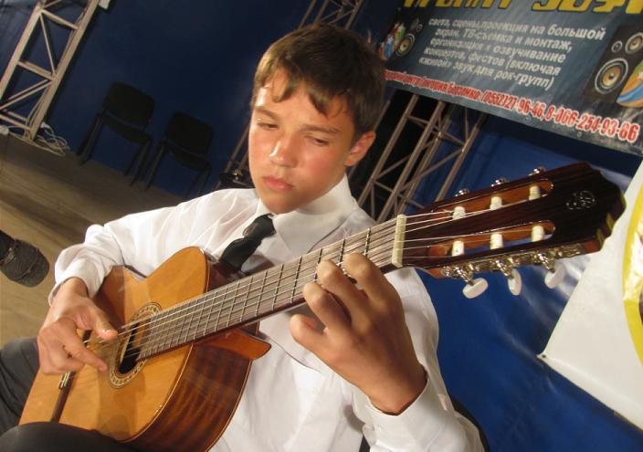 Курорт Лазурное Херсонская область Украина 2014 провел первый из ряда фестивалей талантов gitarist