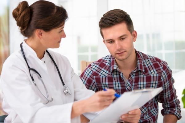 Як обрати лікаря якою буде його зарплата і що з приватними лікарнями в Україні відповіді на ваші запитання