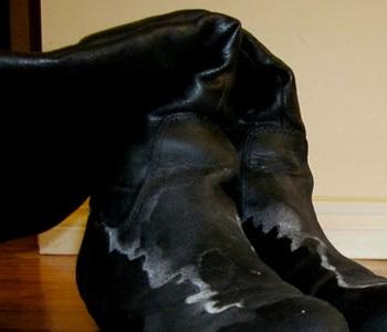 Почему появляется соль на обуви?