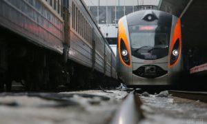 Укрзализныця назначила 23 дополнительных поезда на популярные направления в период с 26 апреля 2017 года до 10 мая 2017 года