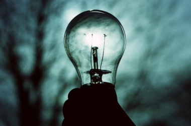 Правительство закрепило цену на электроэнергию с 1 мая до конца июня