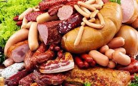 З чого в Україні виготовляють сосиски і ковбасу