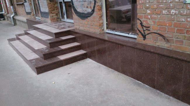 Применение гранитных изделий в домашнем интерьере