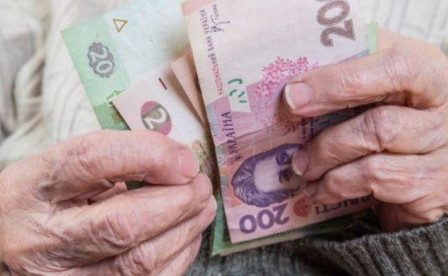 Когда украинцам снова повысят пенсии