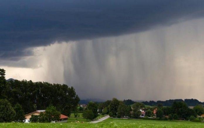 Заллє півкраїни синоптики попередили українців про різке погіршення погоди