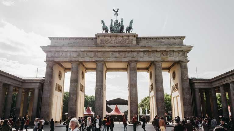 Германия упростила условия для трудоустройства иностранцев как это повлияет на украинцев